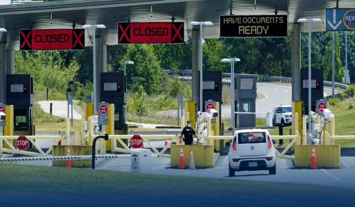 Canada allows border crossing for inoculated Americans